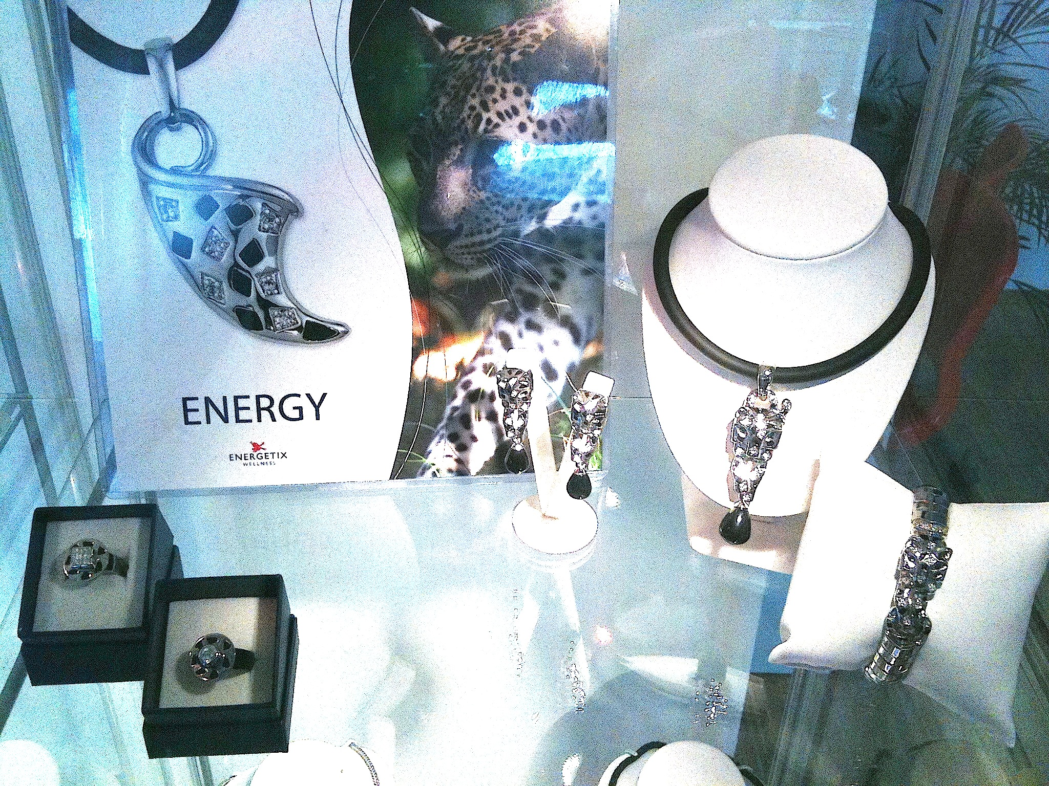 Magnetic Juwellery with Leo-Design